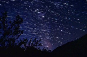 falling stars or comet like effect on star trails